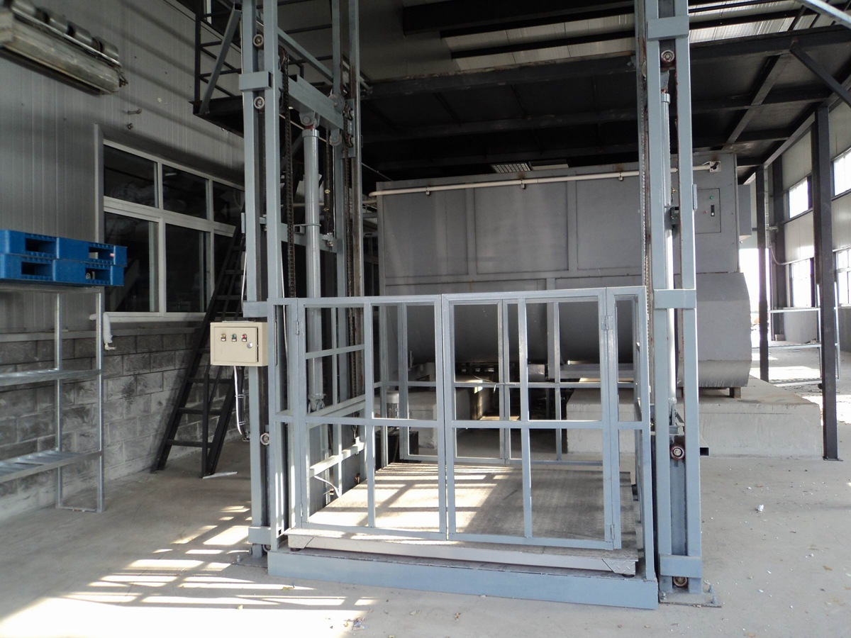2 Sets Warehouse Cargo Lifts Successfully Installed in Dubai